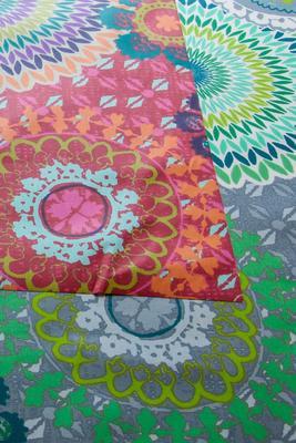 """Buntes Mandala"", Acryl- und Teflonbeschichtet, 180 g/m2"